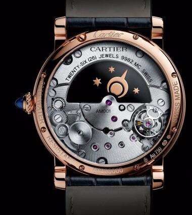 The craftsmanship of the movement can be enjoyed through the transparent caseback.