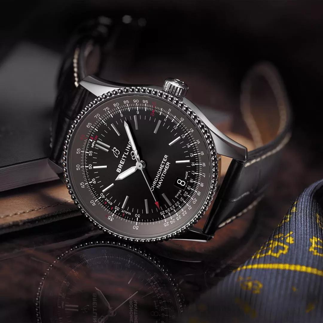 The accuracy has been ensured by the precise movement manufactured by Breitling.