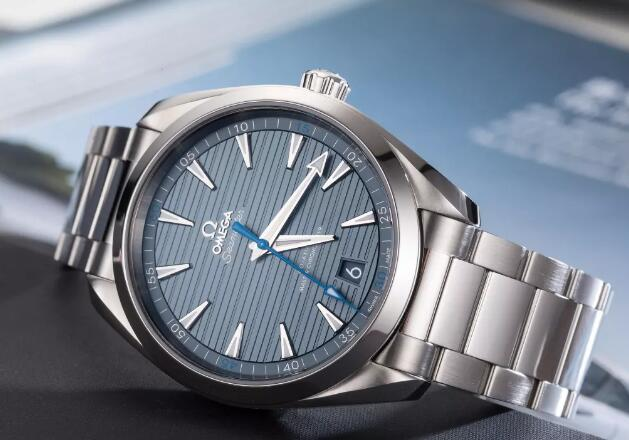 The blue dial Omega will fit the men wearers well at any occasion.