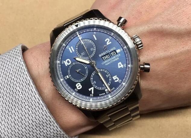 The new Breitling Navitimer features a simple dial, sporting a distinctive look of gentle style.
