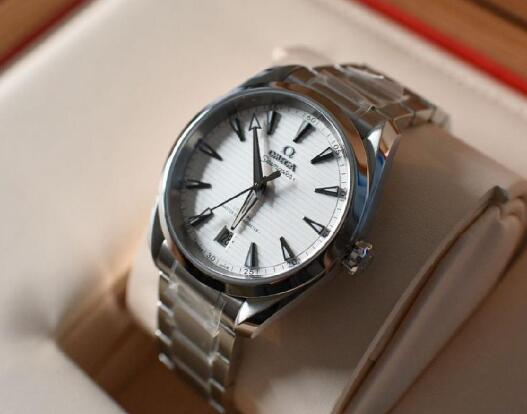 The Omega Seamaster Aqua Terra is suitable for commercial occasion.
