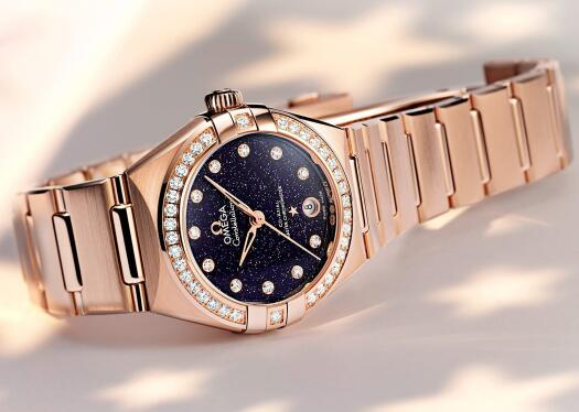 The diamonds add the feminine touch to the model well.