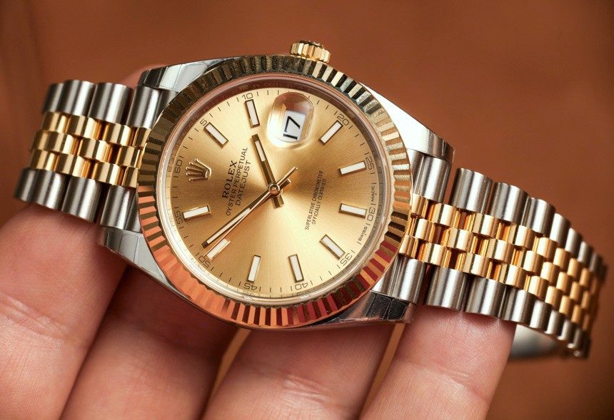 With the gold and steel bracelet, this Datejust copy looks more luxurious.