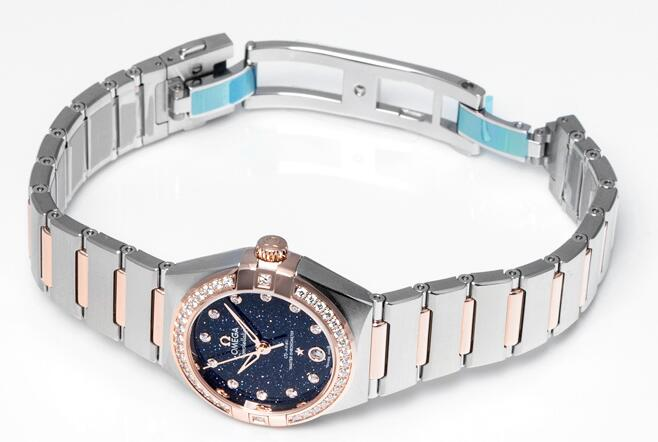 Online fake Omega watches are shiny with the dials and diamonds.