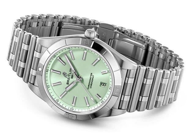 Cheap fake watches are elaborate with steel material.