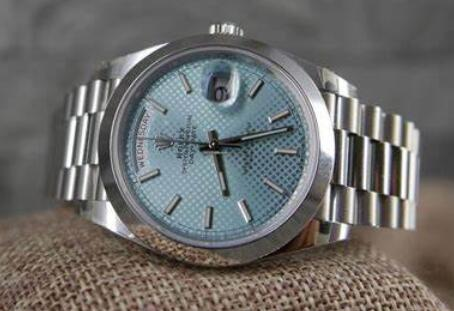 Online fake watches describe the fashion for males.