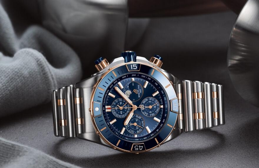 Swiss fake watches are integrated with steel and red gold.