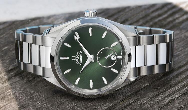 Swiss made fake watches are concise with steel cases and steel bracelets.